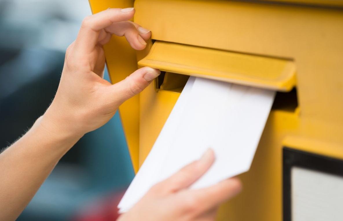 Boite aux lettres jaune