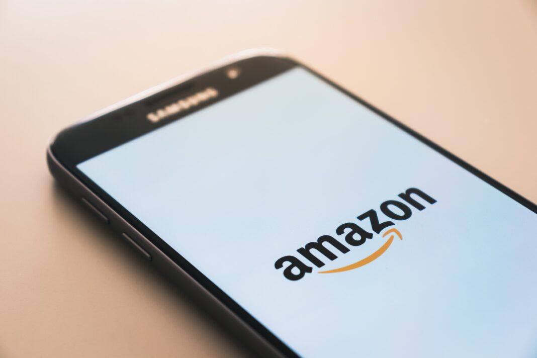 Logo Amazon sur smartphone